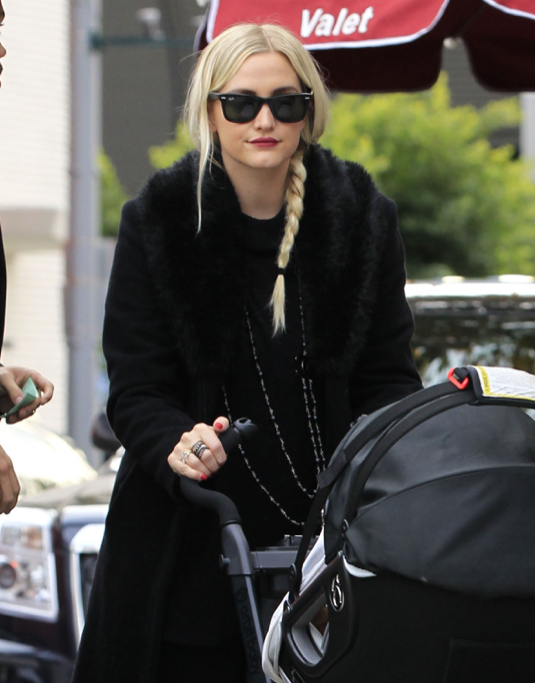 Exclusive... Ashlee Simpson & Evan Ross Take Jagger Out For Lunch