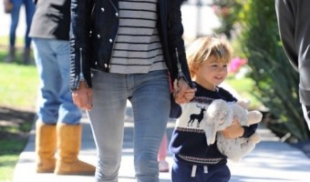 Alessandra Ambrosio Catches Lunch With Noah