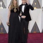 Eddie Redmayne Brings Pregnant Wife Hannah to the 2016 Academy Awards