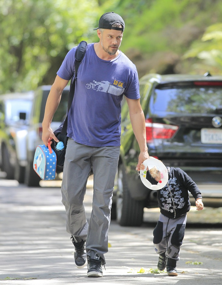 Exclusive... Josh Duhamel Leaving His Son's Playdate