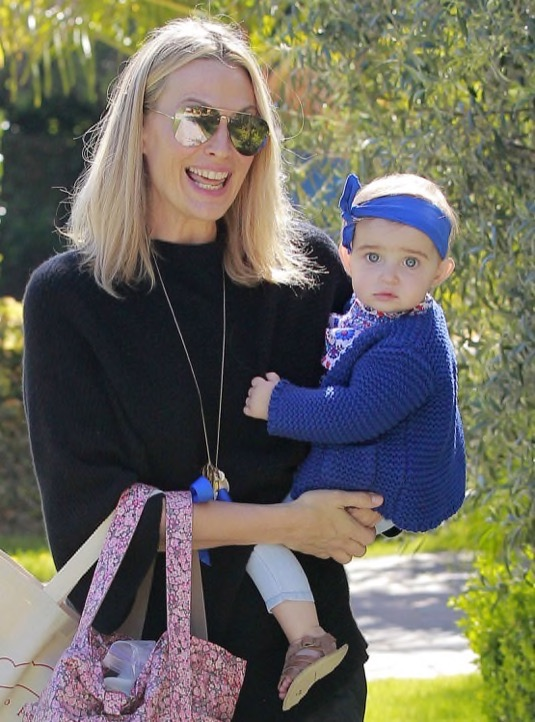 Molly-Sims-Daughter-FriendsHouse4