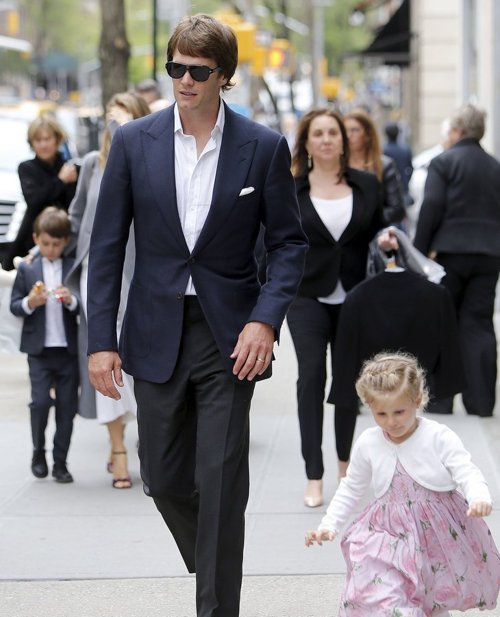 Tom brady and gisele bundchen family lunch with son and daughter