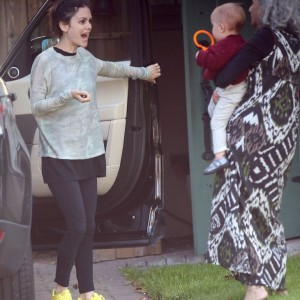 Exclusive... Rachel Bilson & Daughter Stop By Her Mother's House