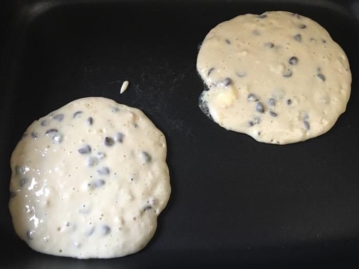 chocolate-chip-pancakes5
