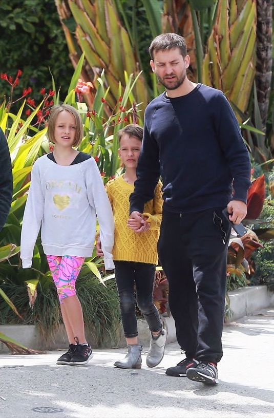 Tobey Maguire Catches Lunch With his Kids | Celeb Baby Laundry