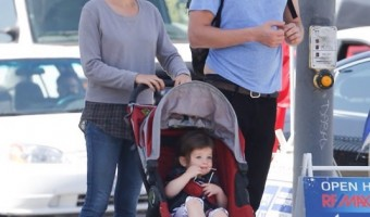 Mila Kunis & Ashton Kutcher: Sunday Family Bonding Day
