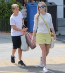 reese-witherspoon-family-karate-shopping1