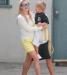 reese-witherspoon-family-karate-shopping10