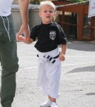 reese-witherspoon-family-karate-shopping11