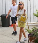 reese-witherspoon-family-karate-shopping13