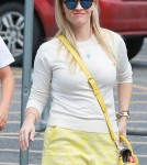 reese-witherspoon-family-karate-shopping2