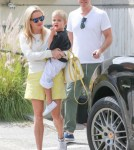 reese-witherspoon-family-karate-shopping4