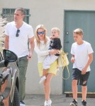 reese-witherspoon-family-karate-shopping5