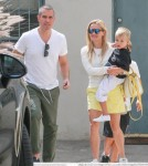 reese-witherspoon-family-karate-shopping8