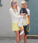 reese-witherspoon-family-karate-shopping9