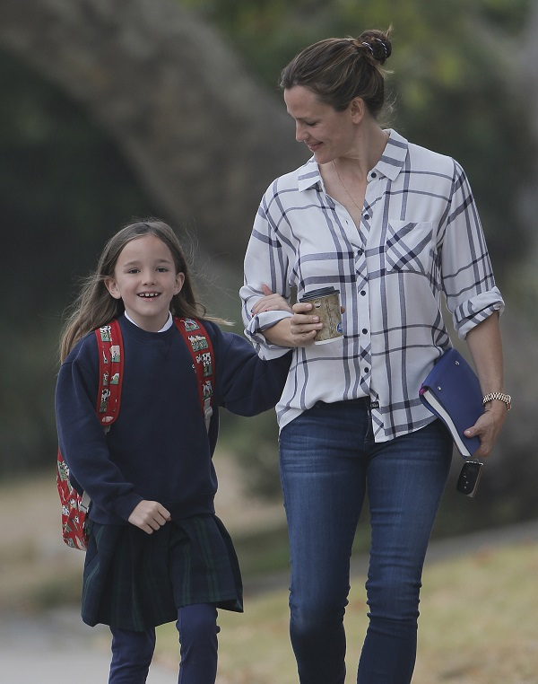 Jennifer Garner Out With Daughter Seraphina Celeb Baby