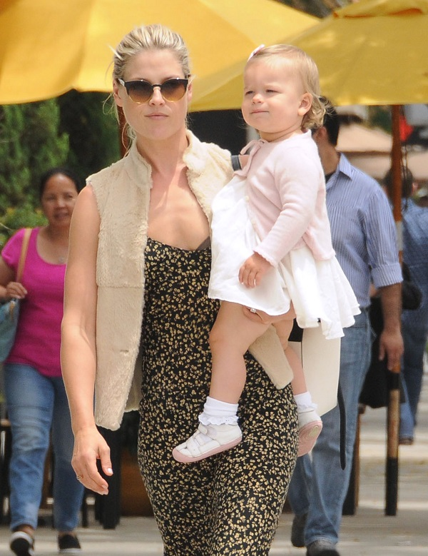 Ali Larter And Baby Vivienne Out For Lunch