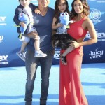 Mario Lopez Walks the Finding Dory 'Blue' Carpet With Family