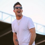Jake Owen Explains New Sparkly Pink Boat: Daughter Olive Pearl Picked The Color
