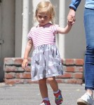emily-blunt-daughter-out10