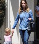 emily-blunt-daughter-out15