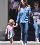 emily-blunt-daughter-out4