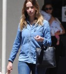 emily-blunt-daughter-out9
