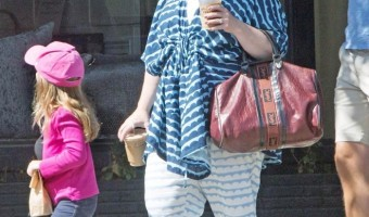 Melissa McCarthy Picks Up Coffee With Georgette