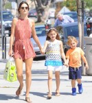 alessandra-ambrosio-kids-out-and-about3