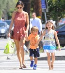 alessandra-ambrosio-kids-out-and-about4