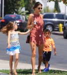 alessandra-ambrosio-kids-out-and-about7