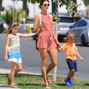 alessandra-ambrosio-kids-out-and-about8