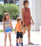 alessandra-ambrosio-kids-out-and-about9