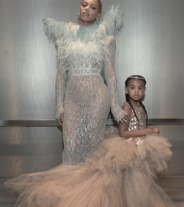 Beyonce And Blue Ivy Walk The Red Carpet Together At VMA Awards