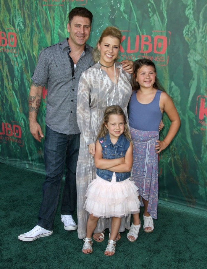 Jodie Sweetin Amp Family Attend The Kubo And The Two Strings