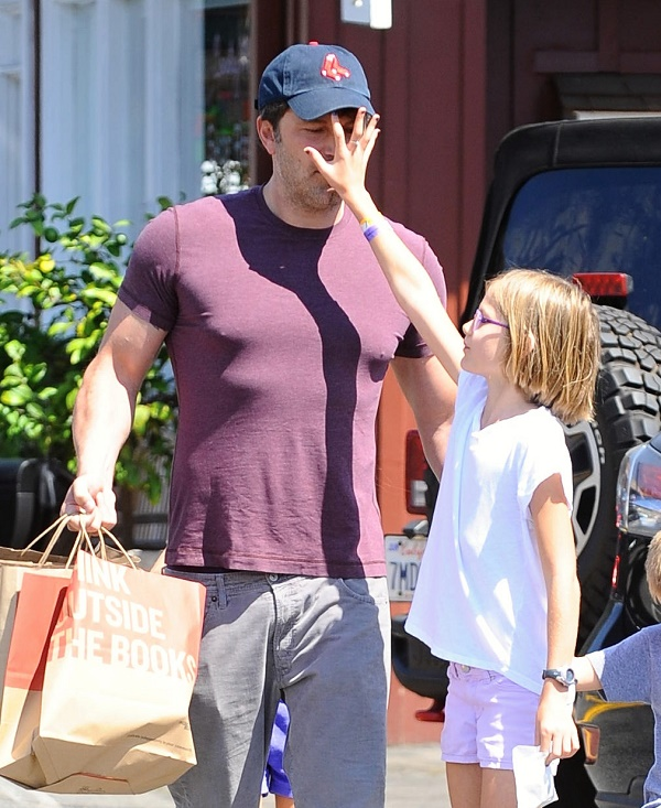 Ben Affleck Goes Shopping With Sam, Violet, and Seraphina