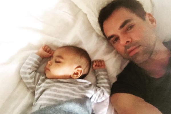 'Y&R' Star Jason Thompson Naps With Baby Bowie Banjo