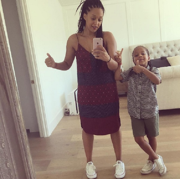 Tia Mowry And Cree Taylor Hardrict Pose For A Selfie