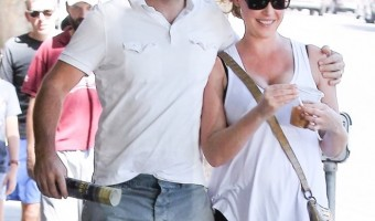 Pregnant Katherine Heigl & Husband are all Smiles