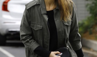 Jessica Alba Takes Honor to Sunday Party