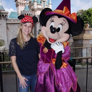 reese-witherspoon-tennessee-disneyland-halloween6