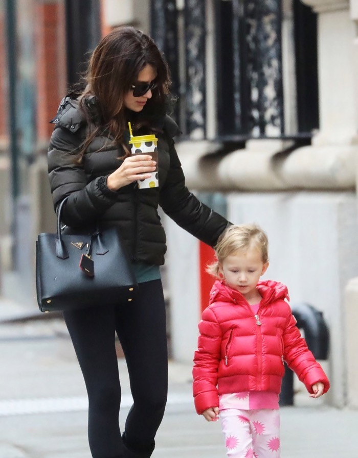 Hilaria Thomas is spotted out and about in New York City, New York with her daughter Carmen on December 5, 2016.