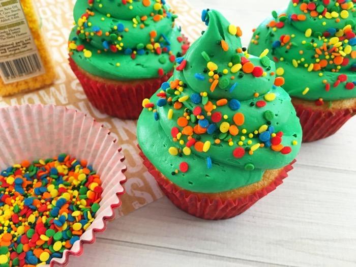 Easy-to-Make Christmas Tree Cupcakes