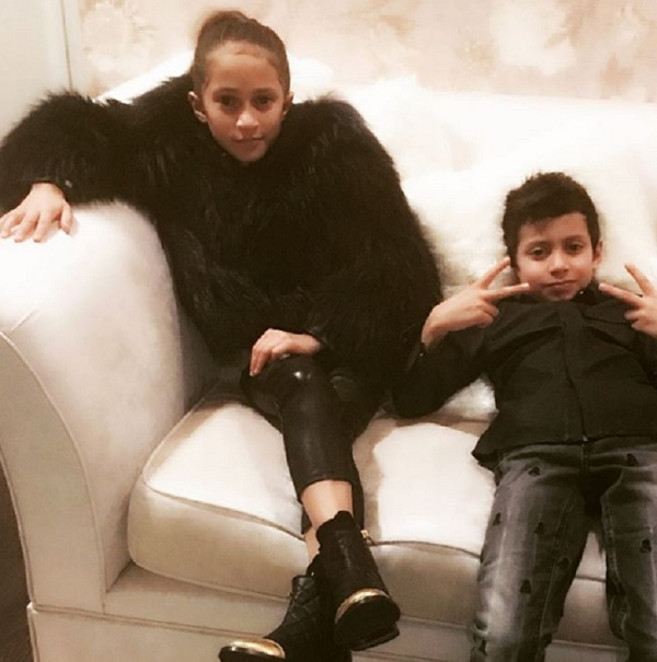 Jennifer Lopez's Twins Max And Emme Cheer Her On In Vegas