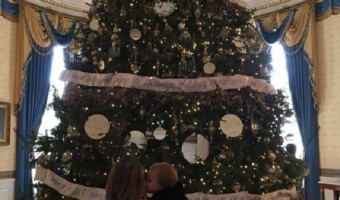 Kelly Clarkson Shares Photo Of River Rose At The White House