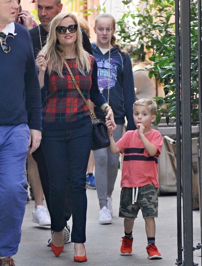 reese-witherspoon-family3