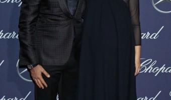 Pregnant Natalie Portman Stuns in Navy Gown
