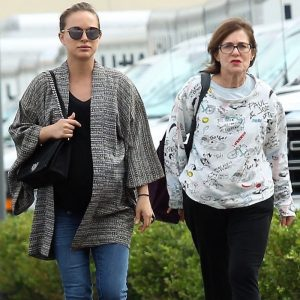 Pregnant Natalie Portman Lunches With her Mom