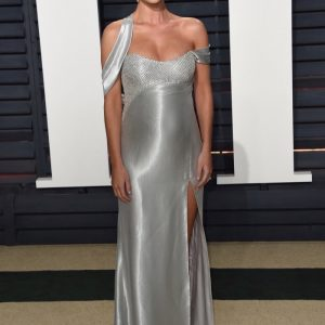 Rosie Huntington-Whitely Shows off Baby Bump at Vanity Fair Party