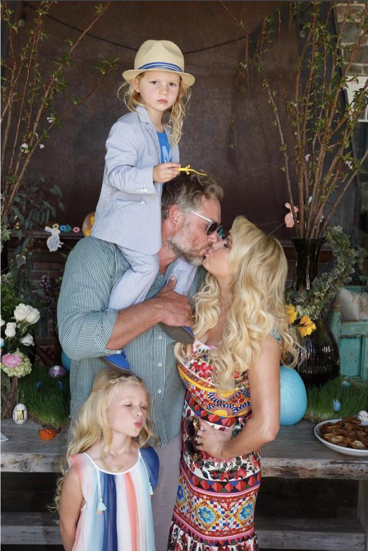 Jessica Simpson S Easter Family Portrait Celeb Baby Laundry